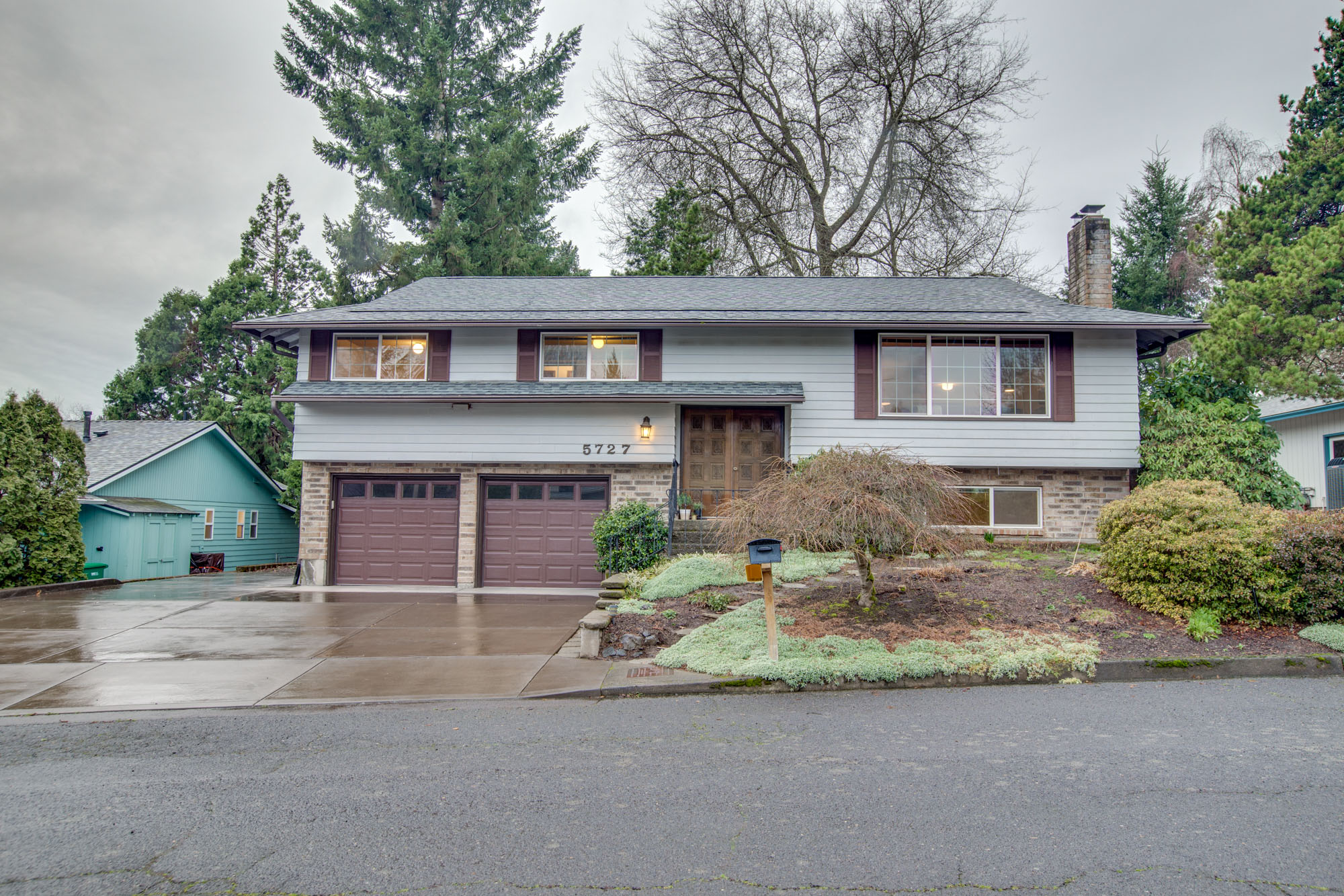 Just listed happy in hayhurst living room realty portland real estate for Living room realty portland or