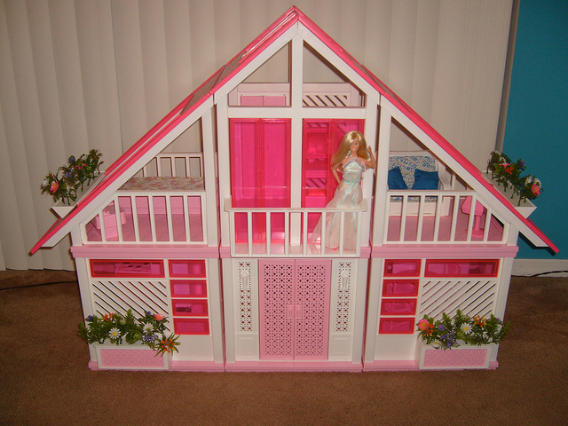 Help Me Find My Barbie Dream House Living Room Realty