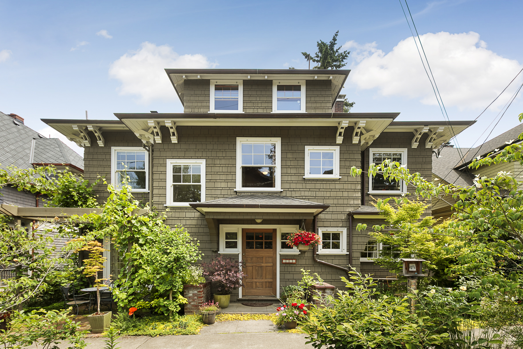 Willamette heights good enough for bill walton living room realty portland real estate for Living room realty portland or
